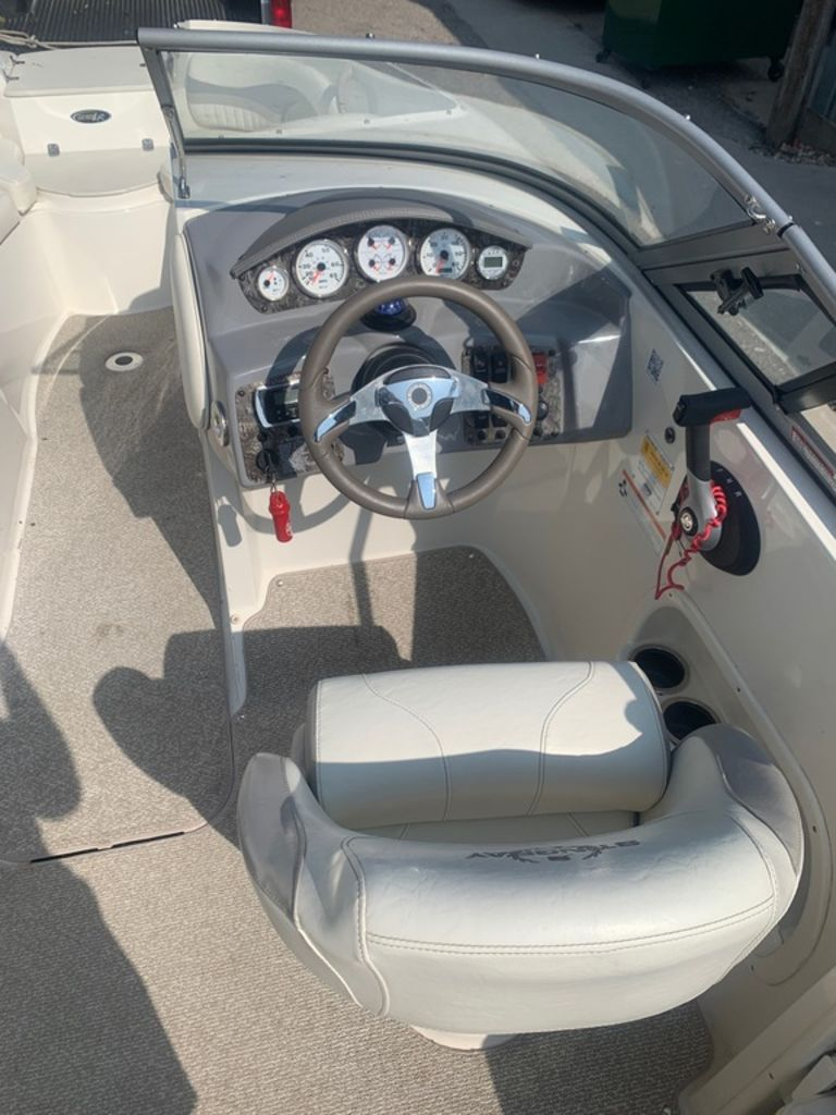 2013 Stingray boat for sale, model of the boat is 215LR & Image # 9 of 15