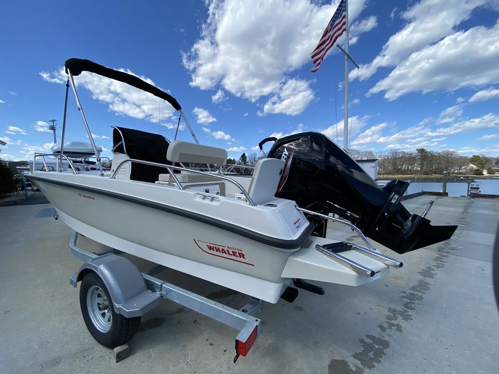 2020 Boston Whaler boat for sale, model of the boat is 170 Dauntless & Image # 2 of 14