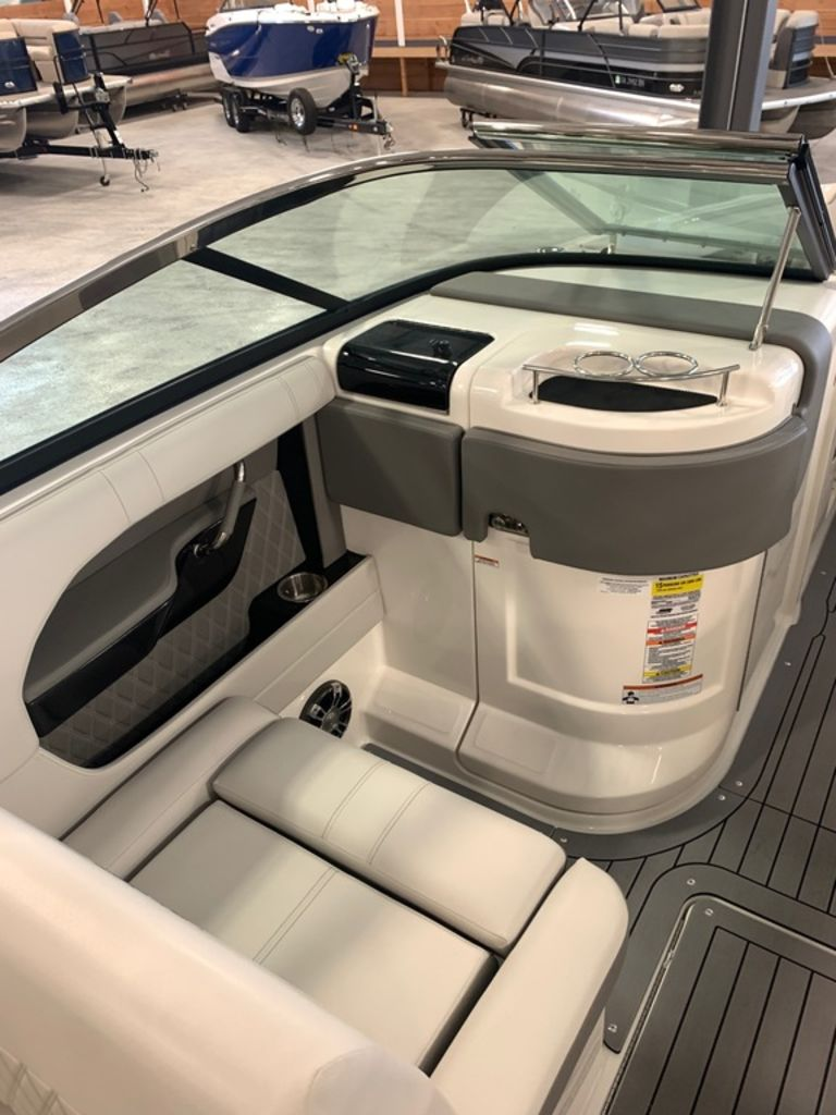 2020 Sea Ray boat for sale, model of the boat is SLX 250 & Image # 8 of 10