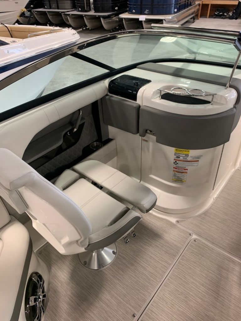 2020 Sea Ray boat for sale, model of the boat is SLX 250 & Image # 11 of 12