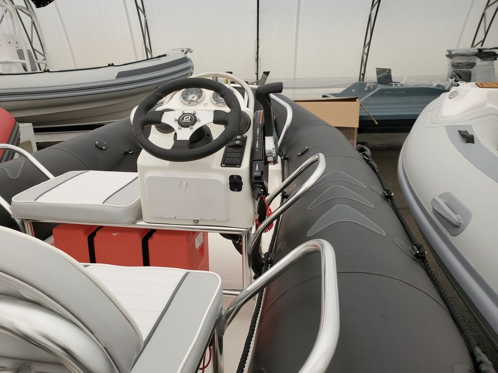 2021 Zodiac boat for sale, model of the boat is Bayrunner 500 & Image # 5 of 6