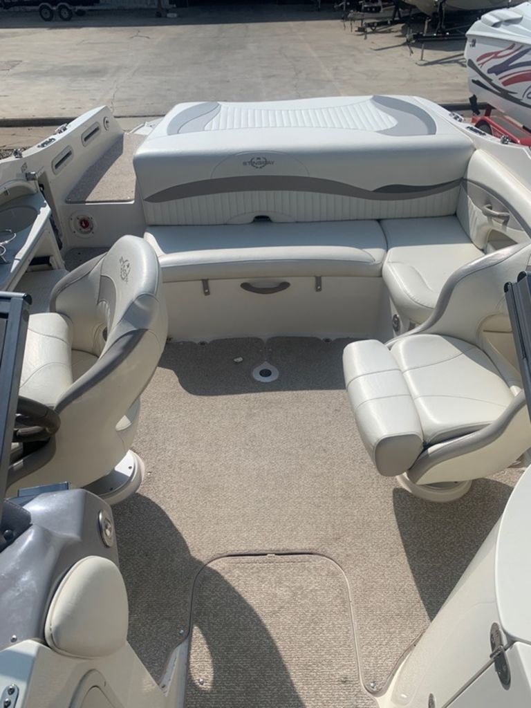 2013 Stingray boat for sale, model of the boat is 215LR & Image # 8 of 15