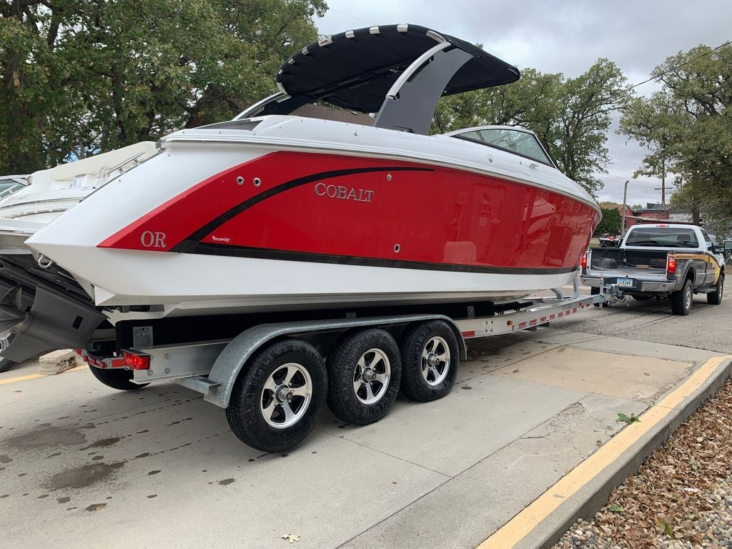 2017 Cobalt boat for sale, model of the boat is R30 & Image # 3 of 16