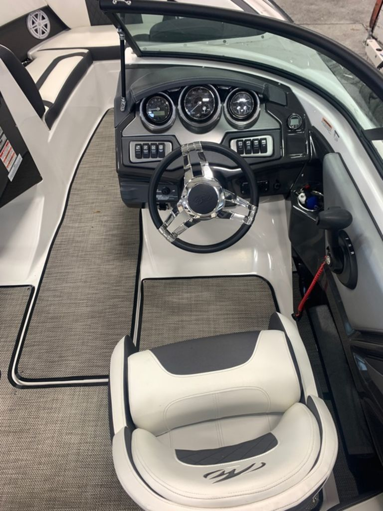 2019 Monterey boat for sale, model of the boat is 218SS & Image # 6 of 12