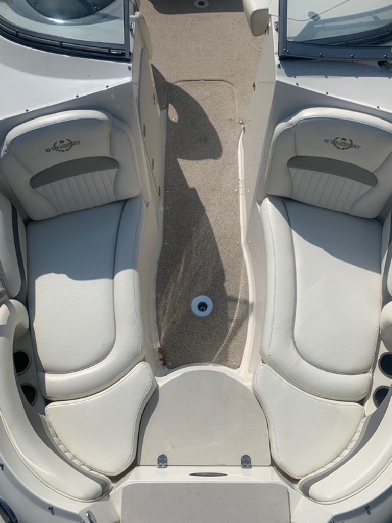 2013 Stingray boat for sale, model of the boat is 215LR & Image # 7 of 15