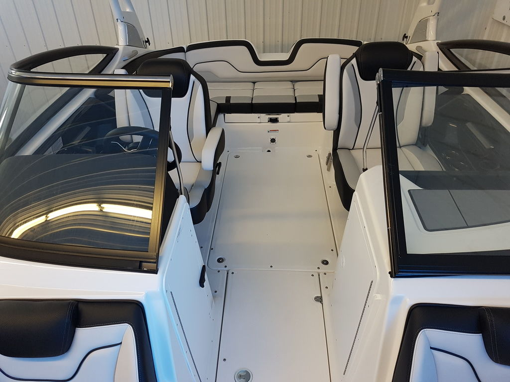 2019 Yamaha boat for sale, model of the boat is 212X & Image # 6 of 8