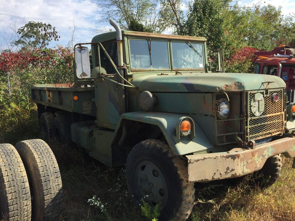 1970 INOPERABLE KAISER M51A2 FLATBED TRUCK #258096