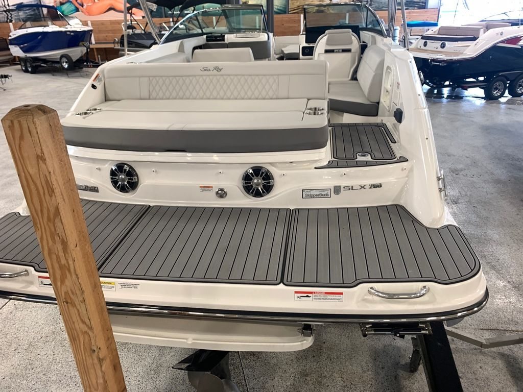 2020 Sea Ray boat for sale, model of the boat is SLX 250 & Image # 3 of 10