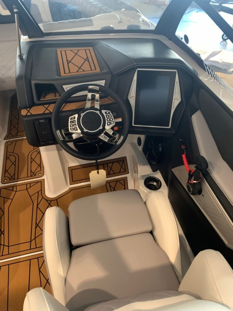 2021 Tige boat for sale, model of the boat is 23 ZX & Image # 7 of 9