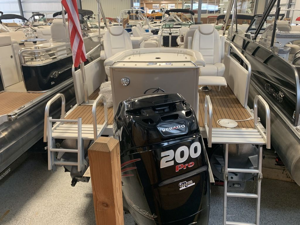 2014 Avalon boat for sale, model of the boat is Deco 25' Sandbar & Image # 2 of 10