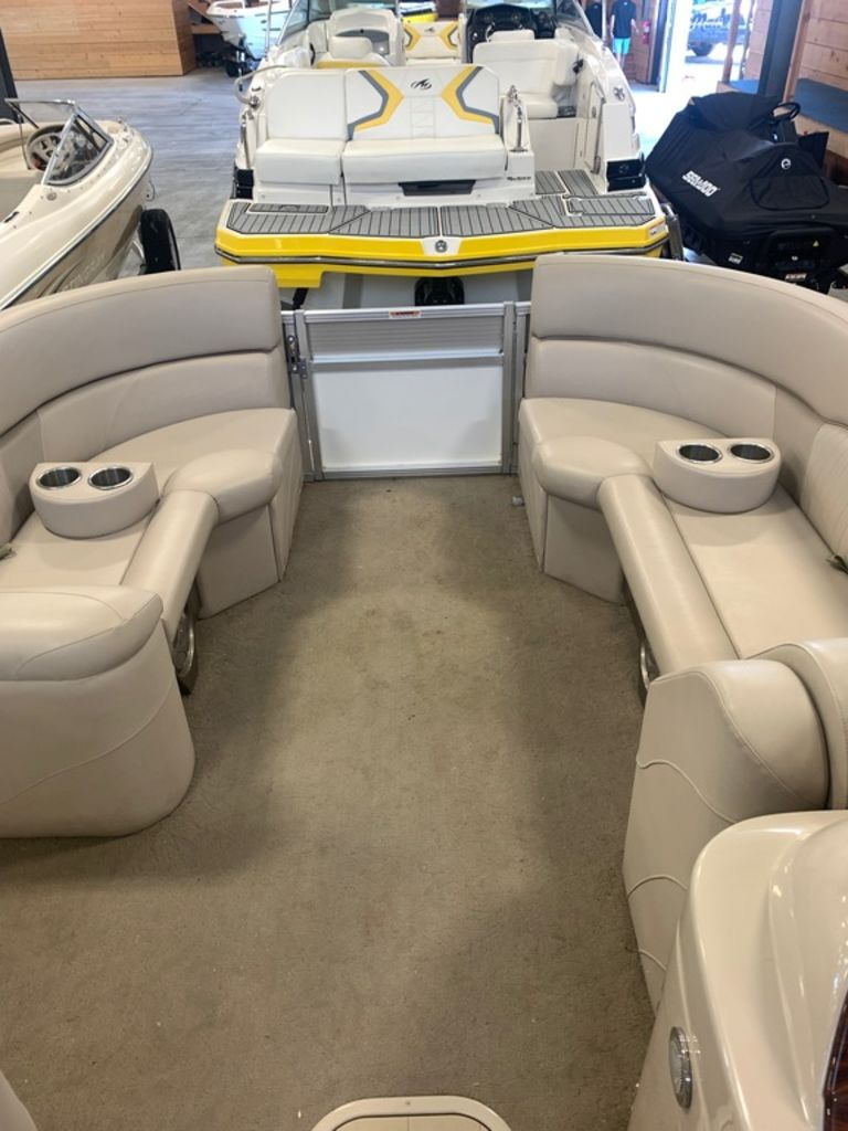 2015 Avalon boat for sale, model of the boat is Windjammer Fish 25' Rear & Image # 3 of 8