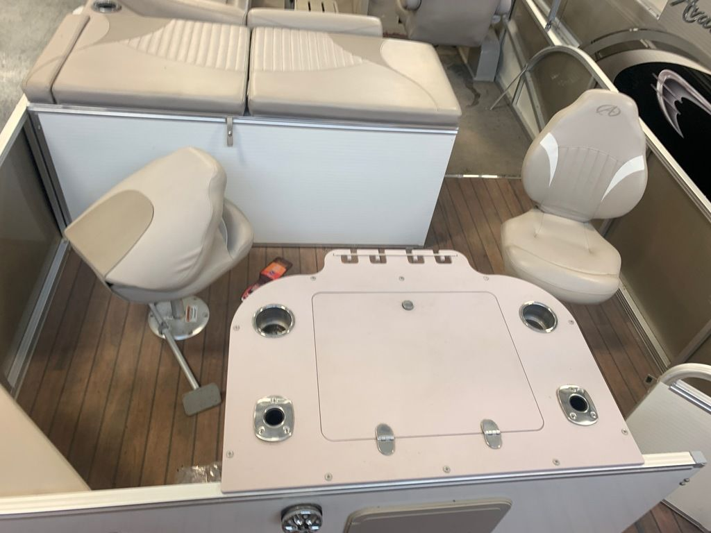 2015 Avalon boat for sale, model of the boat is Windjammer Fish 25' Rear & Image # 6 of 8