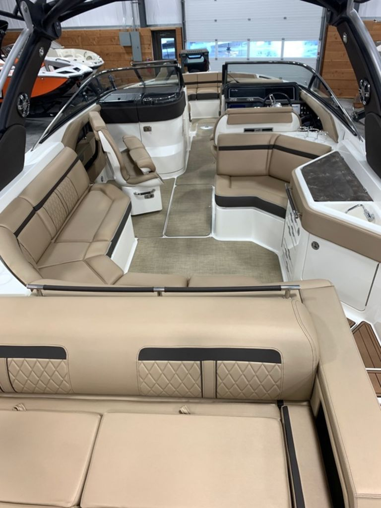 2018 Sea Ray boat for sale, model of the boat is SLX 310 & Image # 6 of 18