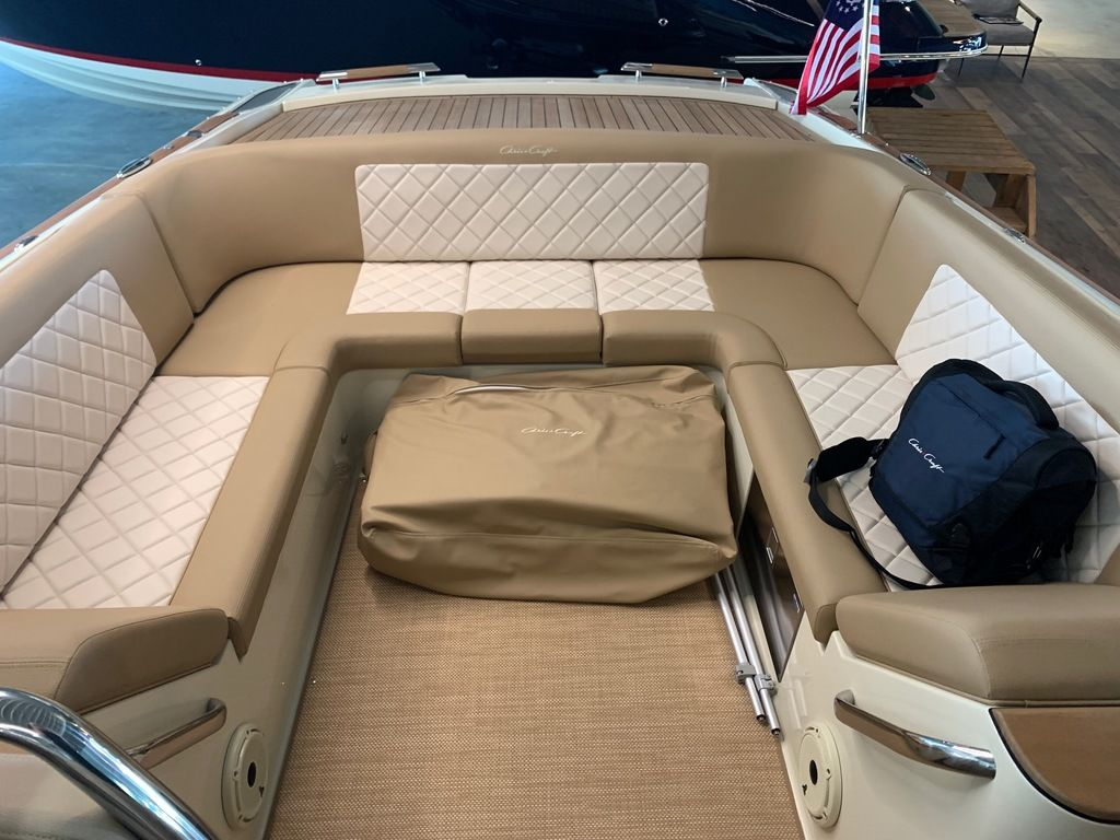 2020 Chris Craft boat for sale, model of the boat is Launch 30 & Image # 4 of 7