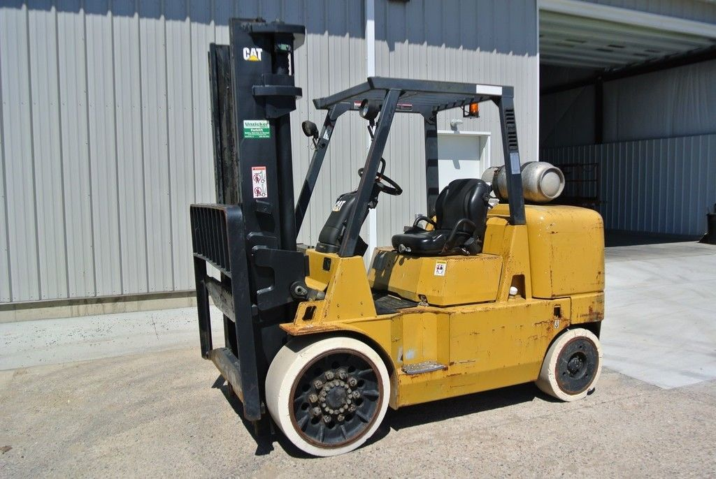 2000 CATERPILLAR GC60K for sale in Morton, IL Photo 2