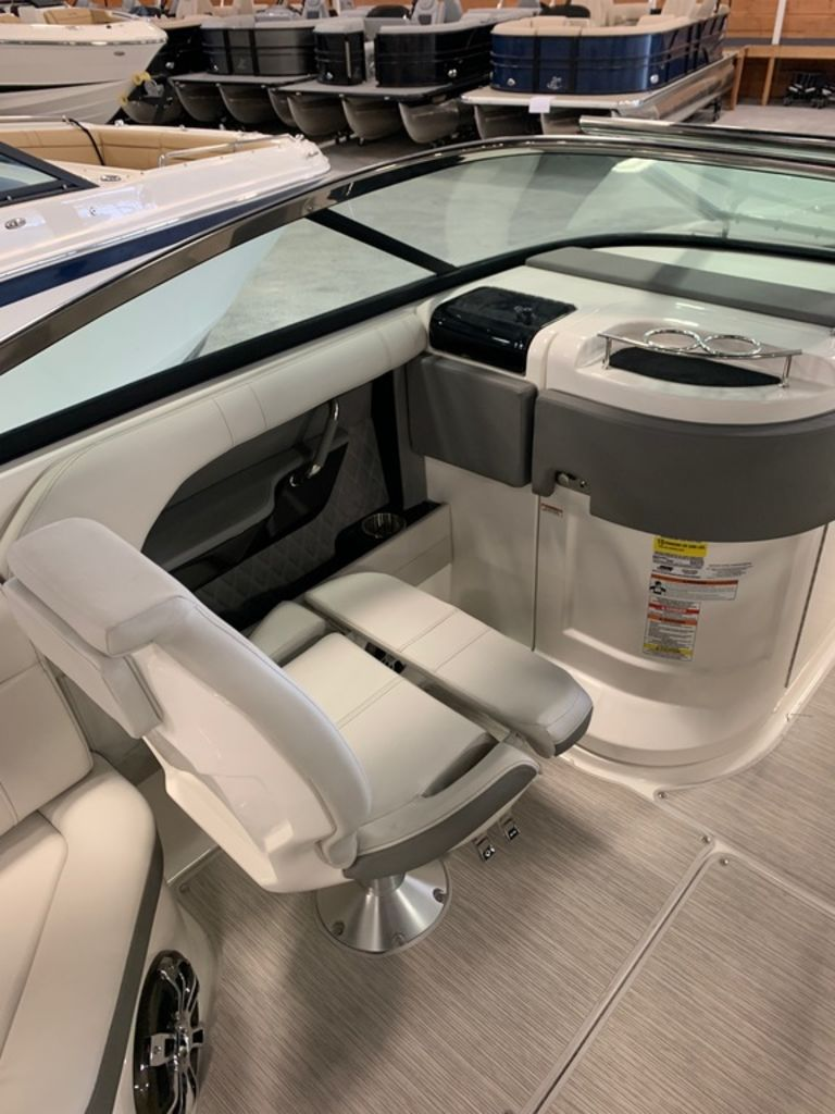 2020 Sea Ray boat for sale, model of the boat is SLX 250 & Image # 8 of 12