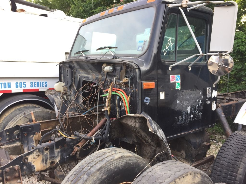 1995 INTERNATIONAL 4700 CAB CHASSIS TRUCK #370083