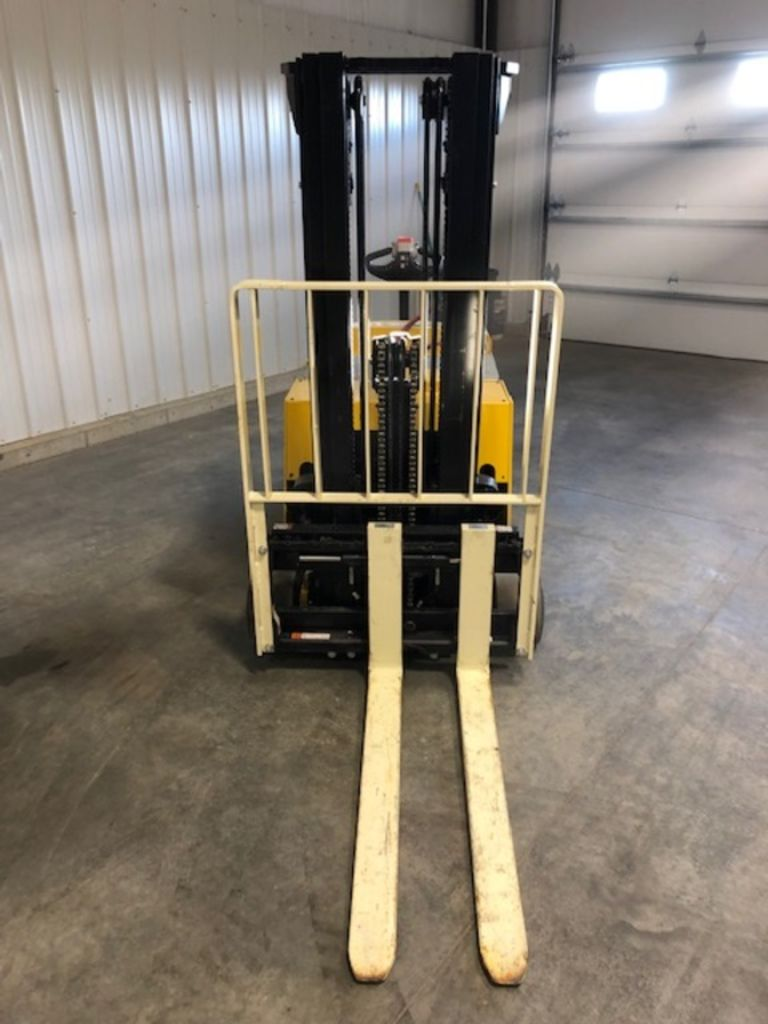 2018 YALE ® PALLET STACKERS MCW040-E for sale in Morton, IL Photo 2