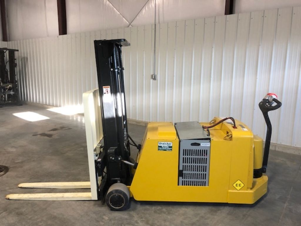 2018 YALE ® PALLET STACKERS MCW040-E for sale in Morton, IL