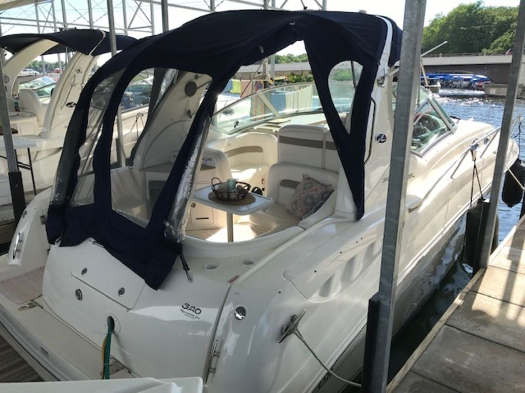 2005 Sea Ray boat for sale, model of the boat is 320 Sundancer & Image # 12 of 24