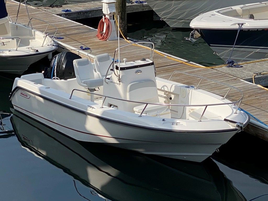 2004 Boston Whaler boat for sale, model of the boat is 210 Outrage & Image # 1 of 7