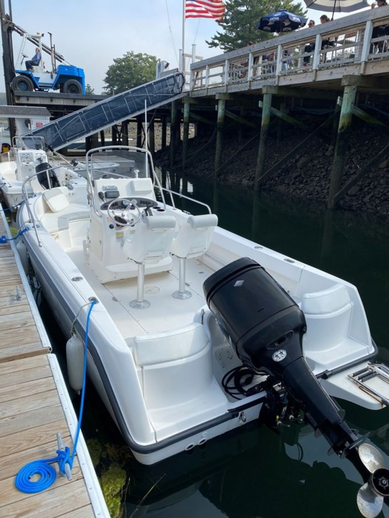 2004 Boston Whaler boat for sale, model of the boat is 210 Outrage & Image # 6 of 7