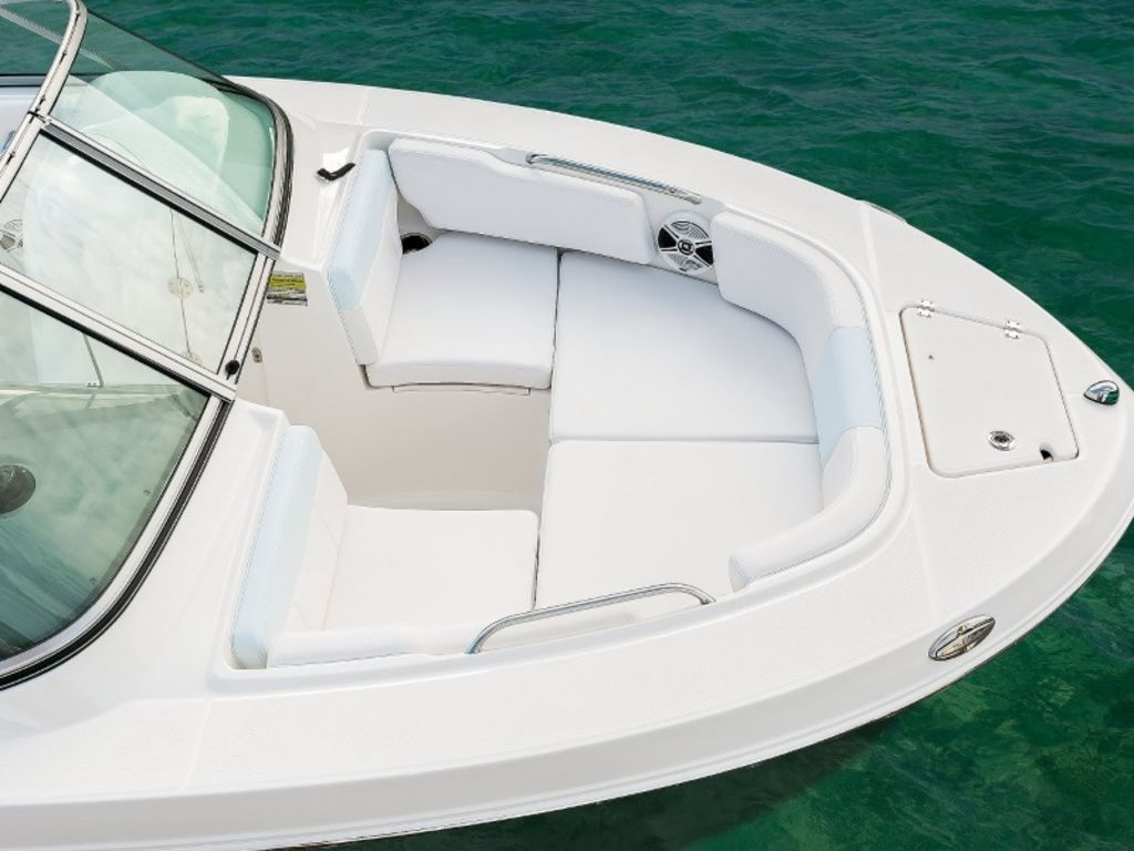 New  2021 Robalo R207 Bow Rider in Gulfport, Mississippi