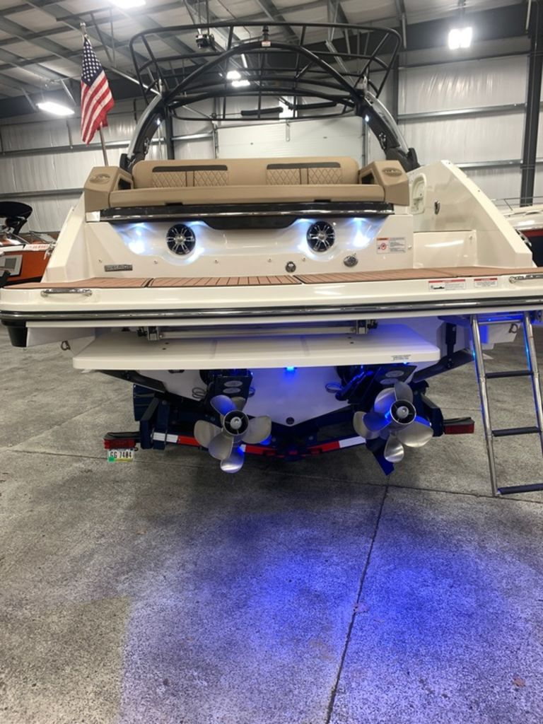 2018 Sea Ray boat for sale, model of the boat is SLX 310 & Image # 3 of 18