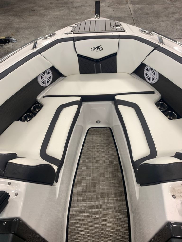 2019 Monterey boat for sale, model of the boat is 218SS & Image # 8 of 12