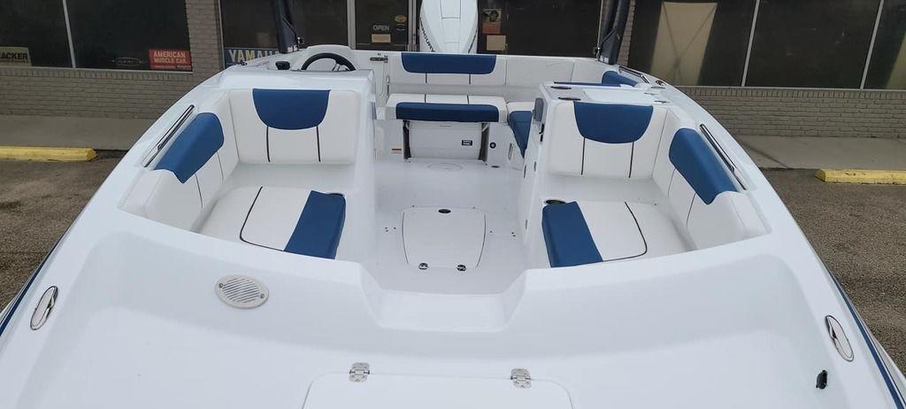 New  2021 Tahoe® 2150 Deck Boat in Hammond, Louisiana