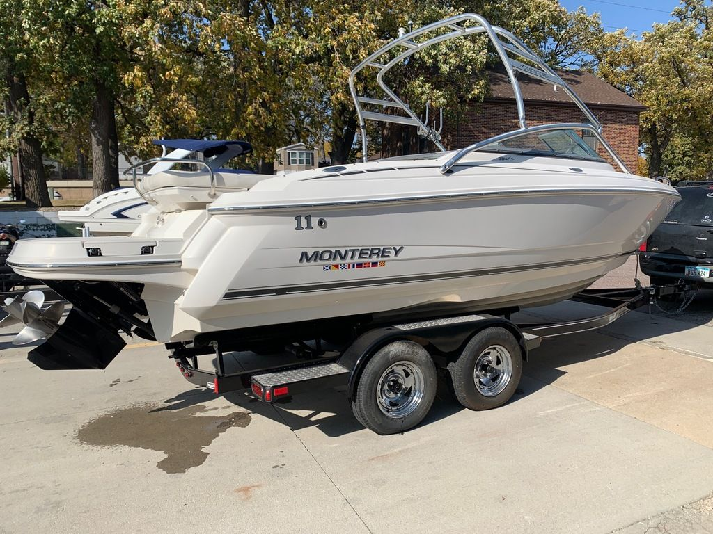 2007 Monterey boat for sale, model of the boat is 234 FS & Image # 4 of 14