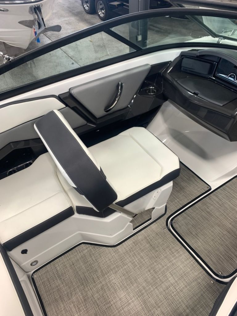 2019 Monterey boat for sale, model of the boat is 218SS & Image # 7 of 12