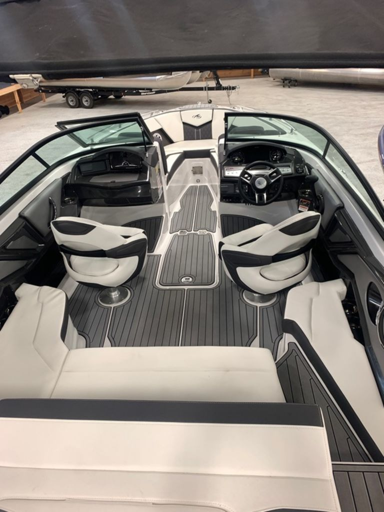 2020 Monterey boat for sale, model of the boat is 238SS & Image # 5 of 9
