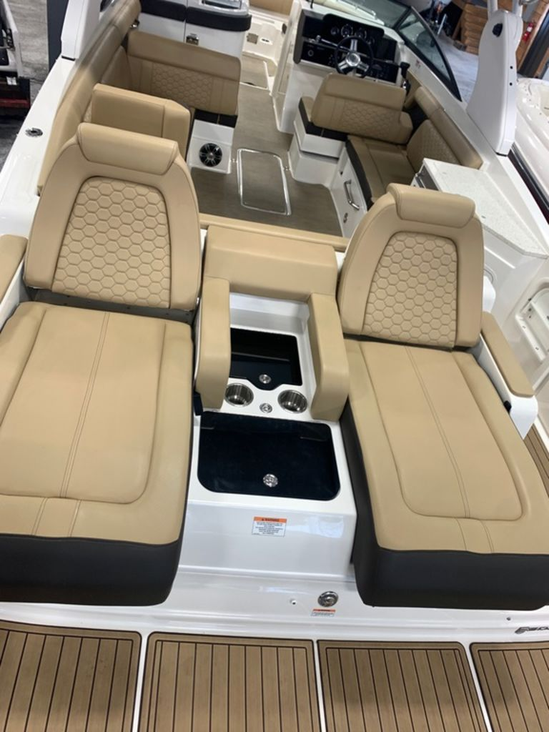 2020 Sea Ray boat for sale, model of the boat is SDX 290 & Image # 6 of 14