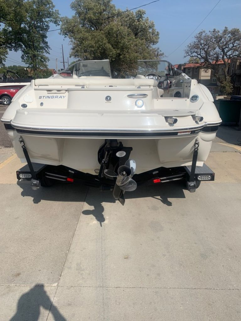 2013 Stingray boat for sale, model of the boat is 215LR & Image # 3 of 15