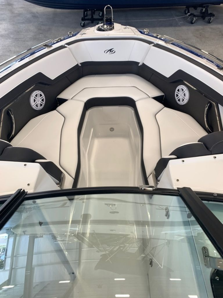 2020 Monterey boat for sale, model of the boat is 278SS & Image # 8 of 10