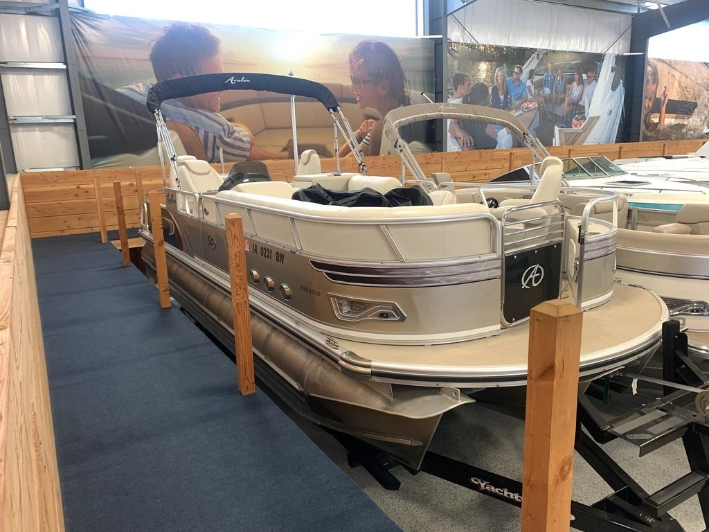 2014 Avalon boat for sale, model of the boat is Deco 25' Sandbar & Image # 1 of 10