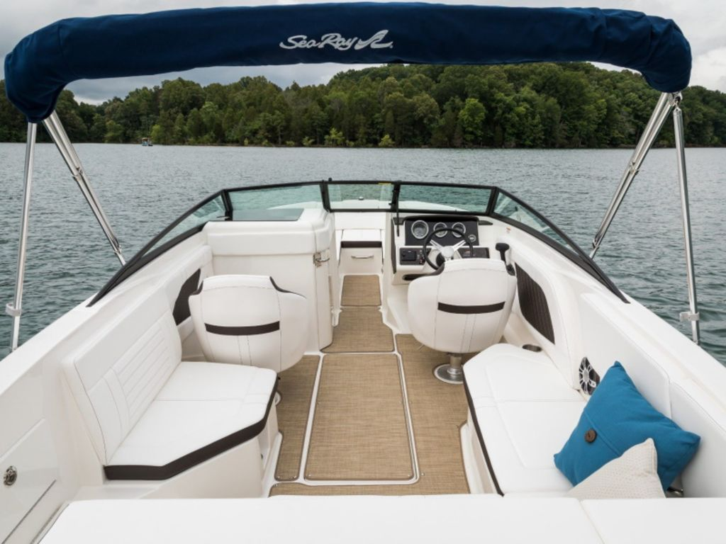 2021 Sea Ray boat for sale, model of the boat is SPX 230 & Image # 2 of 3