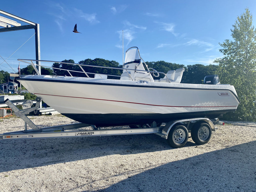 2004 Boston Whaler boat for sale, model of the boat is 210 Outrage & Image # 4 of 7
