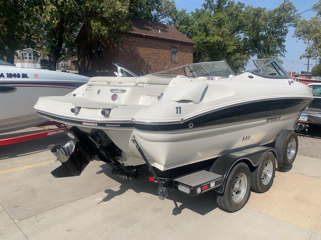 2013 Stingray boat for sale, model of the boat is 215LR & Image # 4 of 15