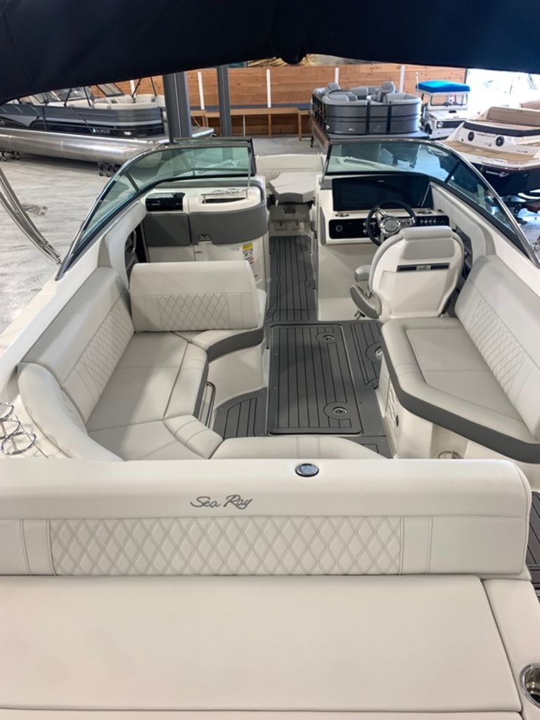 2020 Sea Ray boat for sale, model of the boat is SLX 250 & Image # 4 of 10