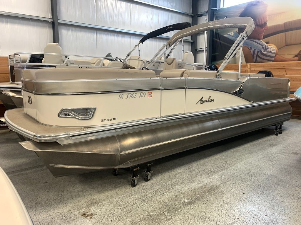 2015 Avalon boat for sale, model of the boat is Windjammer Fish 25' Rear & Image # 1 of 8