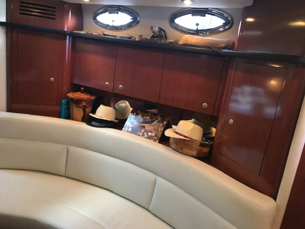 2005 Sea Ray boat for sale, model of the boat is 320 Sundancer & Image # 7 of 24