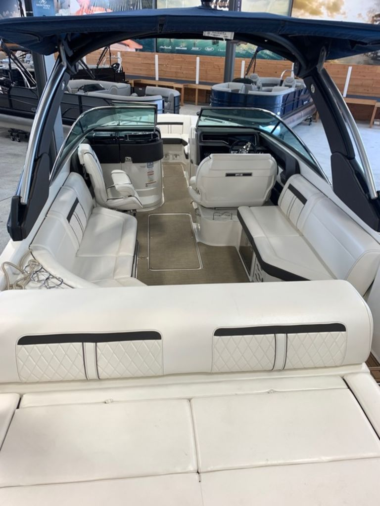 2018 Sea Ray boat for sale, model of the boat is SLX 280 & Image # 4 of 7