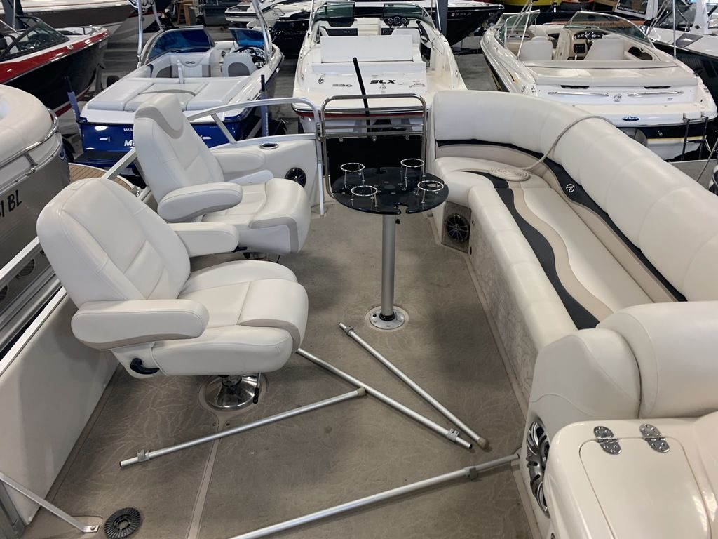 2014 Avalon boat for sale, model of the boat is Deco 25' Sandbar & Image # 7 of 10