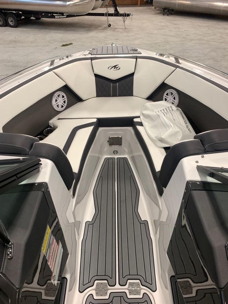 2020 Monterey boat for sale, model of the boat is 238SS & Image # 7 of 9
