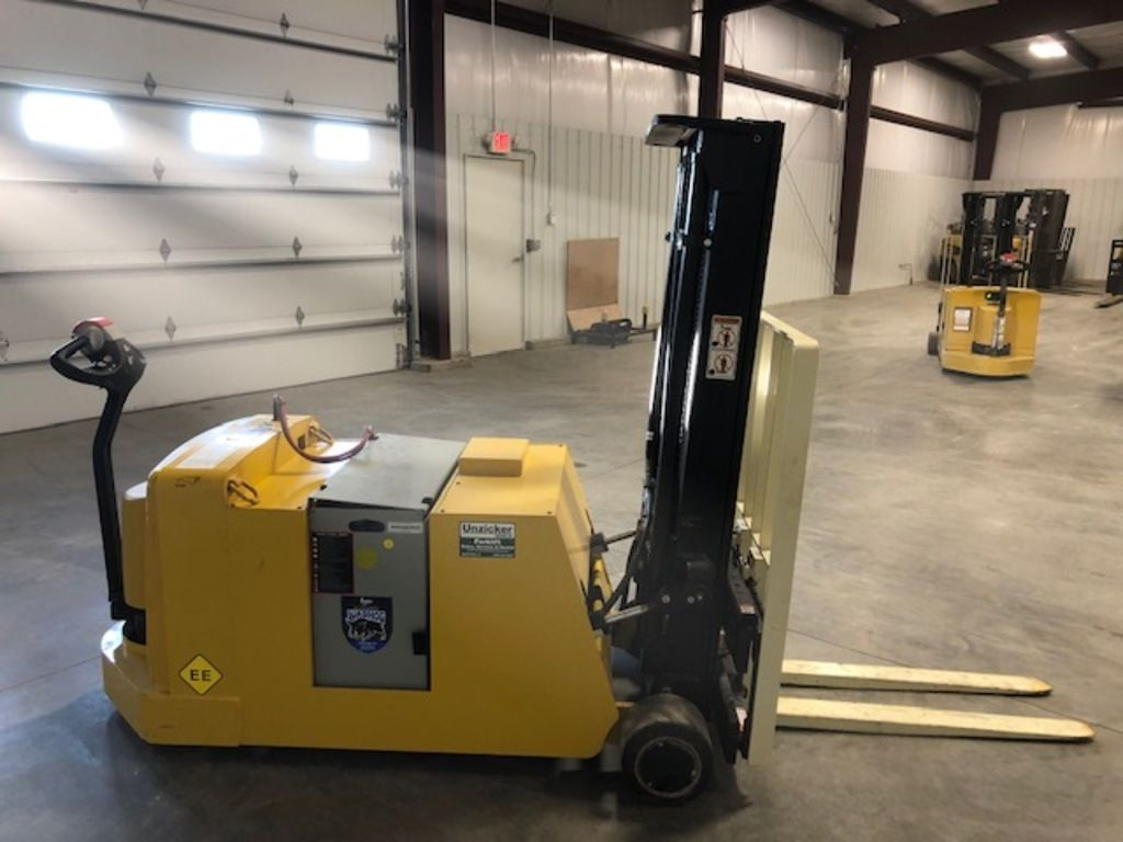 2018 YALE ® PALLET STACKERS MCW040-E for sale in Morton, IL Photo 3