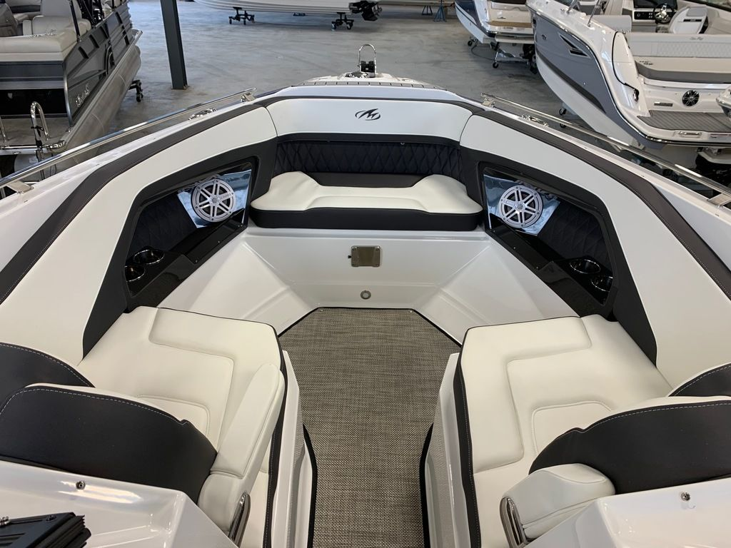 2019 Monterey boat for sale, model of the boat is 298SS & Image # 8 of 9