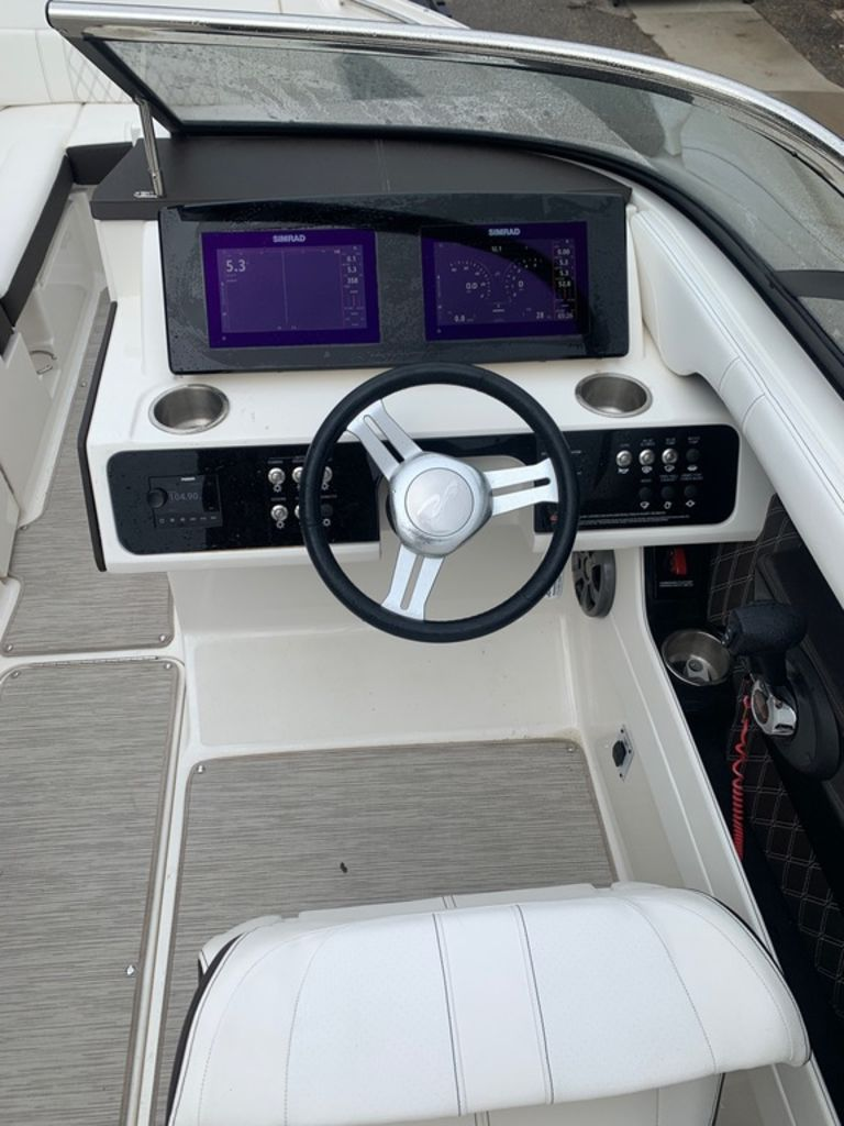 2019 Sea Ray boat for sale, model of the boat is SLX 230 & Image # 11 of 12