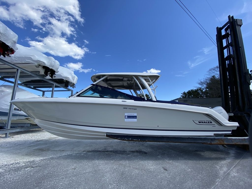 2020 Boston Whaler boat for sale, model of the boat is 320 Vantage & Image # 2 of 33